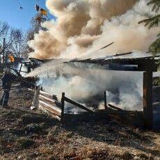 Хата і господарські будівлі: показали, що горіло вчора на Волині (Фото)