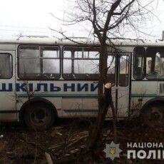 Водієві стало зле: на Волині шкільний автобус врізався у паркан