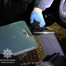 У Луцьку нічні дебошири погрожували зброєю патрульним