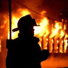 Посеред ночі і в лютий мороз: ківерчани втікали із охопленого вогнем багатоквартирного дерев'яного будинку