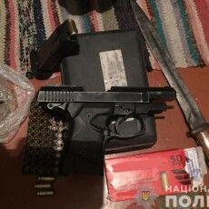 Поліцейські вилучили у волинянина гранати, пістолети та набої (Фото)