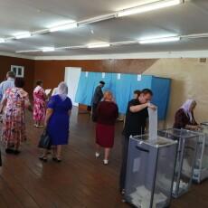 У Красноволі Маневицького району виборці активізувалися після церковної служби