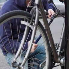 У Луцькому районі злодій збив замки і спер велосипеда