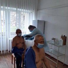 Старенькі з Луцького геріатричного пансіонату першими на Волині отримали щеплення вакциною Pfizer (Фото)