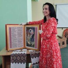 У Рівному презентували унікальну 7-кілограмову вишиту книгу «Лісова пісня» (Фото. Відео)