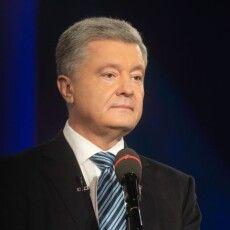 Маю честь знати по-справжньому великих людей – Петро Порошенко привітав волонтерів зі святом