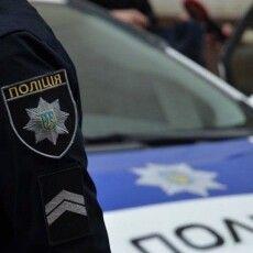 Волинянин жбурнув у дружину… сосискою – довелось викликати поліцію