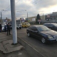 У Луцьку автобус «поцілувався» з «Мерседесом»
