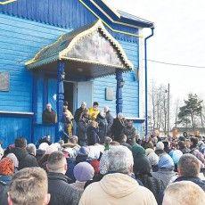 Як жителі найбільшого волинського села переходили до української церкви