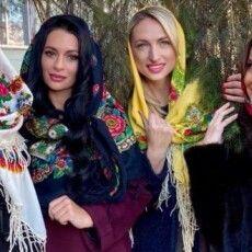 Рівнянки в хустках підкорили мережу і встановили рекорд України