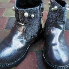 За вкрадені черевики волинянка відпрацює  80 годин, але без взуття