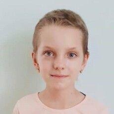 Шестикласниця з Рівненщини повернула зір, видала книжку і перемогла у міжнародному фестивалі (Фото)