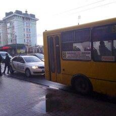 17-річний хлопець викрав у Рівному маршрутку і возив містом пасажирів