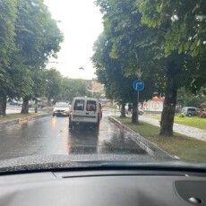 Лучани сперечаються про новий дорожній знак у центрі міста