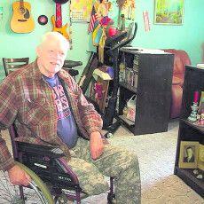Американець без ноги подарував українській багатодітній сім'ї будинок