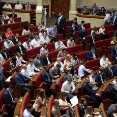 В парламент щомісяця заносять 6 мільйонів доларів на доплати депутатам-слугам – Сюмар