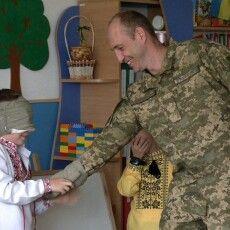 «Відкриваю очі і бачу вже не Артема, а тата»: військовий з Рівного зробив синові сюрприз (Фото. Відео)