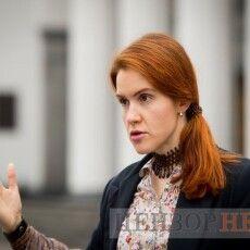 Голова ТСК Безугла відмовилася відповідати на запитання журналістки про допит учасників наради у Зеленського щодо «вагнерівців»