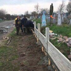 У громаді на Волині за кошти бюджету облагороджують цвинтар (Фото)