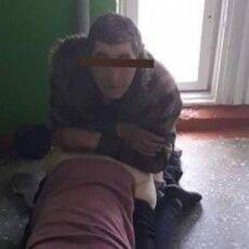 Оргії у багатоповерхівці на Волині: сусіди розповіли про жінку, яка тероризує увесь під'їзд (Фото 18+)