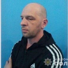 Оприлюднили фото підозрюваного у зґвалтуванні, який втік із суду в Луцьку