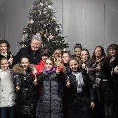 Петро і Марина Порошенко відкрили новорічну ялинку у зимовому містечку ROSHEN Winter Village (відео)