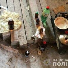 Поліцейські викрили 46-річного волинянина, який на городі варив наркотики (Фото)