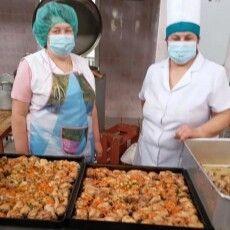 Для пацієнтів Луцької міської лікарні влаштували святковий обід з нагоди свята 8 березня (Фото)