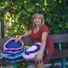 Депутатка з Луцького району виготовила рекордну кількість килимків з уживаних речей