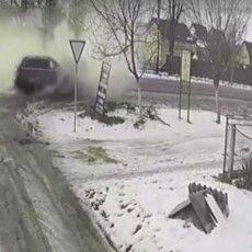 У Луцьку під час руху задимілося авто, мама винесла дитину і ніхто з водіїв не зупинився (Відео)