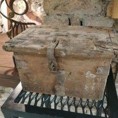 У луцькій галереї виставили стародавню скарбничку