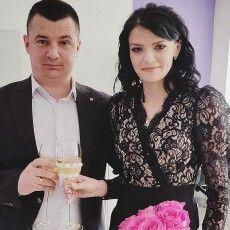 Голова громади, який ініціював урізання зарплати чиновникам, щоб діти безплатно харчувалися, – одружився з бухгалтеркою