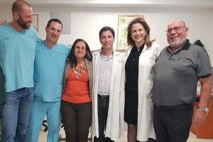 В Ізраїлі сліпій жінці вставили зуб... в око