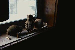 На Волині чоловік у власному дворі натрапив на гранати та міни