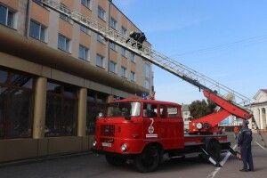 Володимир-Волинський: до найбільшого готелю з'їхались рятувальники