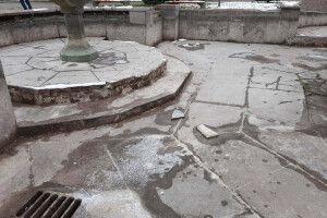 Показали зруйнований стан фонтану в центрі Луцька (Фото)