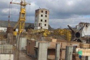 У Луцьку на будівництві впав кран