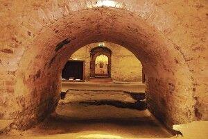 Чому привиди підземелля Луцького костелу нестрашні? (Фото, відео)