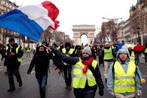 Жовті жилети в Парижі протестують двадцять перший раз