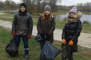 На Волині «Ваня організував толоку, бо набридло спостерігати купи сміття біля озера» (Фото)