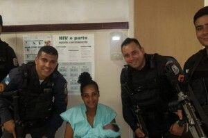 Поліцейські приїхали заарештувати жінку, а натомість допомогли їй народити