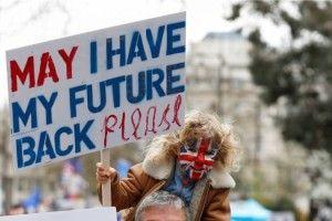 Десятки тисяч британців вийшли на вулиці Лондона з вимогою провести новий референдум щодо Brexit