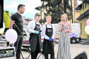 Щоб підтримати «сонячну» кав'ярню у Луцьку, влаштували святкове шоу