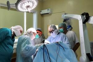 Нейрохірург зі США поділився досвідом із волинським колегою Михайлом Ловгою