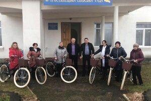 У Тростянці вручили 7 нових велосипедів соціальним робітникам