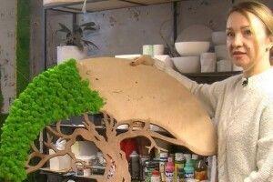Волинянка створює картини з моху