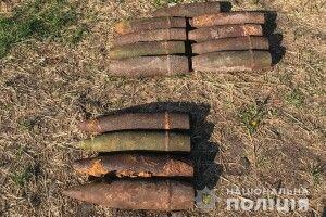 Волинянин викопав на своєму подвір'ї понад десяток артилерійських снарядів (Фото)