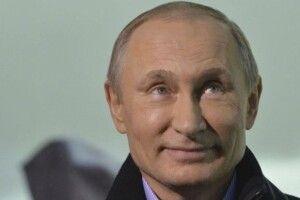 Путін продовжує вихваляти російську вакцину від коронавірусу, але сам вакцинуватися нею навідріз відмовляється