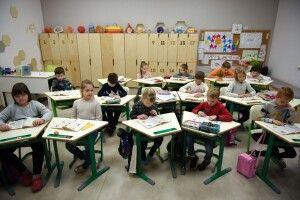 Початкові класи повернуться до школи після канікул