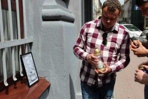 У Львові біля управління поліції запалили лампадки в пам'ять про вбитого хлопчика